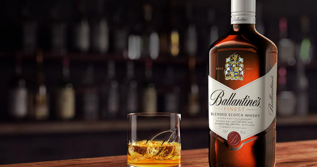 Ruou-Ballantines-Finest-dong-ruou-dau-tien-cua-hang-ruou-Ballantine's