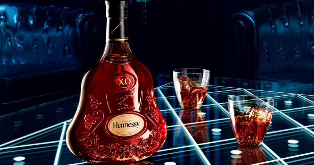 Ban-biet-gi-ve-ruou-Hennessy-XO